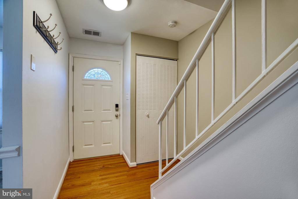 Entry way with coat closet - 6348 DRACO ST, BURKE