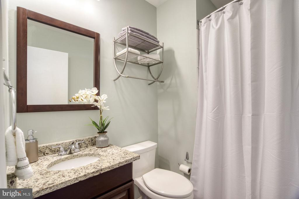 Updated master bath with granite counters - 6348 DRACO ST, BURKE