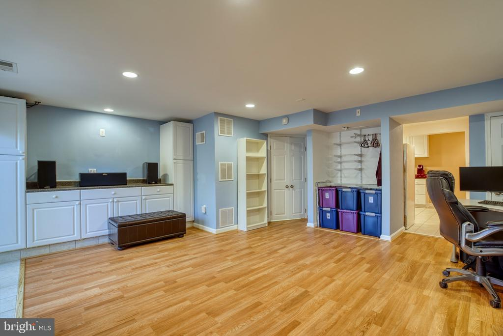 Built-Ins and closet space, plus, a laundry room! - 6348 DRACO ST, BURKE