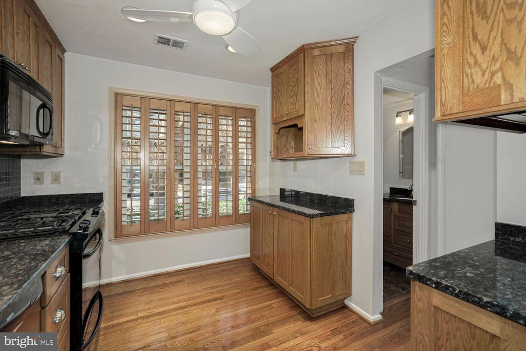 Be sure to open the doors when you visit! - 5630 KIRKHAM CT, SPRINGFIELD