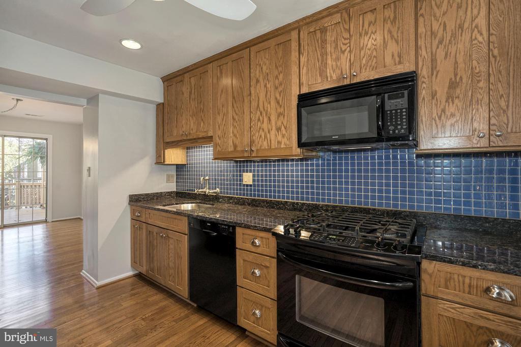 Custom Cabinets in Kitchen - 5630 KIRKHAM CT, SPRINGFIELD