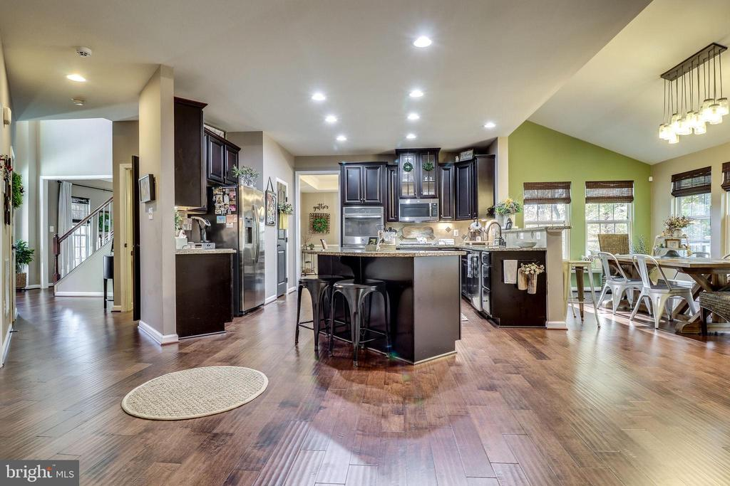 Stunning Kitchen is the Hub of the Home - 12801 CLASSIC SPRINGS DR, MANASSAS
