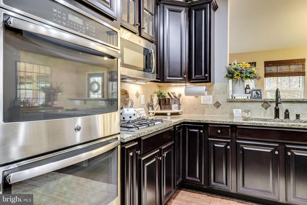 Stainless Appliances - 12801 CLASSIC SPRINGS DR, MANASSAS