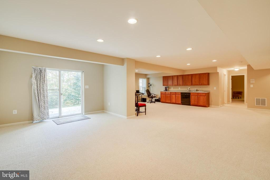 Basement Recreation Room - 15304 EGGLESTETTON CT, MANASSAS