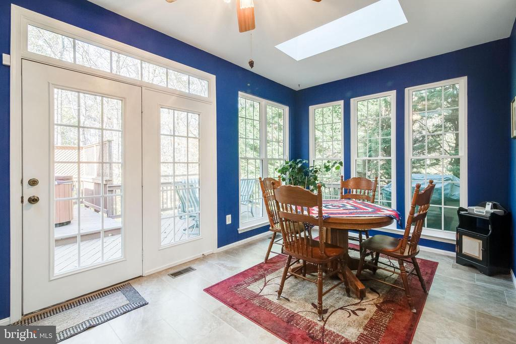 Morning Room with French Doors to Deck - 15304 EGGLESTETTON CT, MANASSAS