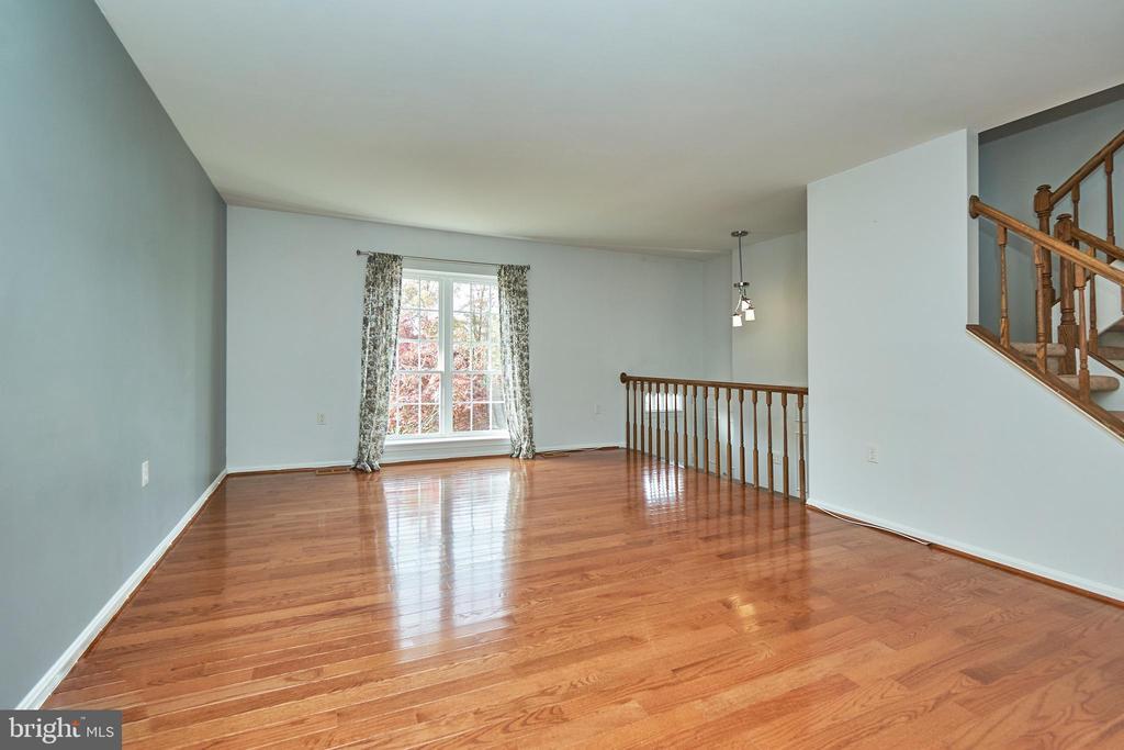 Gleaming Hardwood Floors - 3305 KINFOLK CT, HERNDON