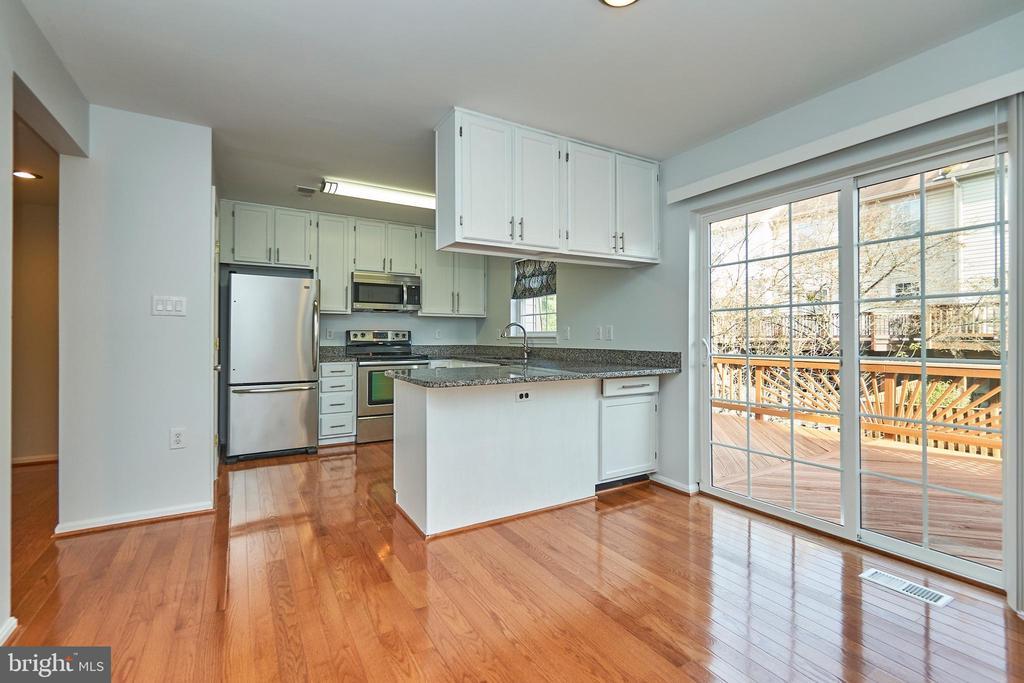 Breakfast Area Kitchen - 3305 KINFOLK CT, HERNDON