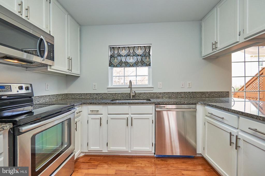Kitchen - 3305 KINFOLK CT, HERNDON