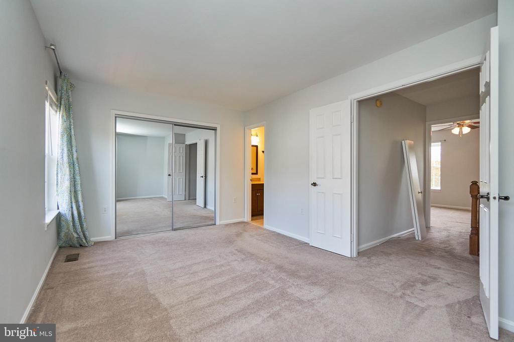 Large bedrooms - 3305 KINFOLK CT, HERNDON