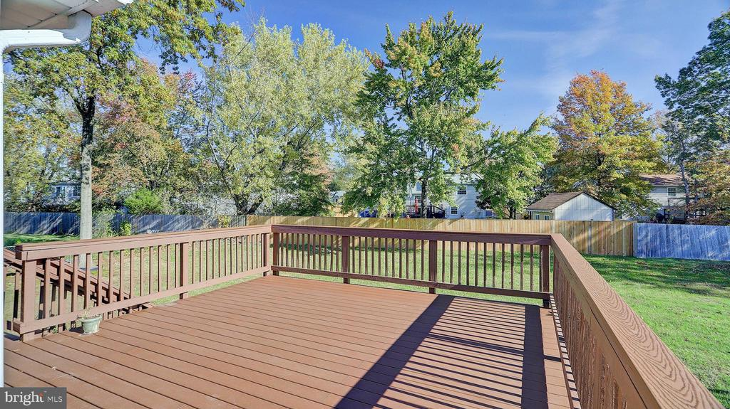 Treks Deck - 704 MORNINGSIDE CT, HERNDON