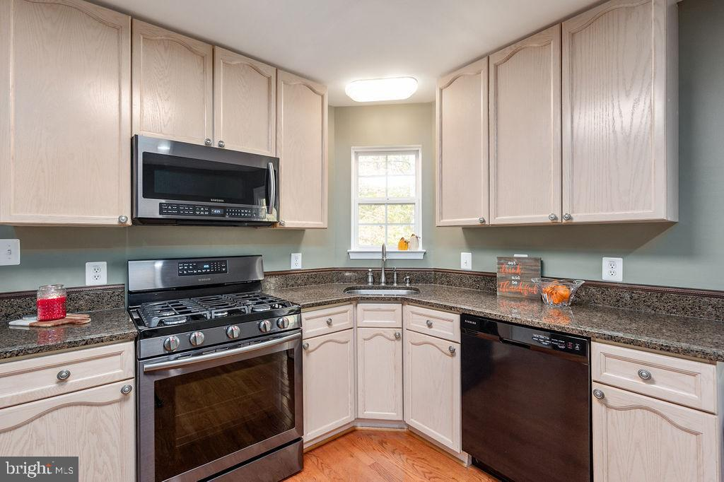 Kitchen with granite counter tops - 67 CARDINAL FOREST DR, FREDERICKSBURG
