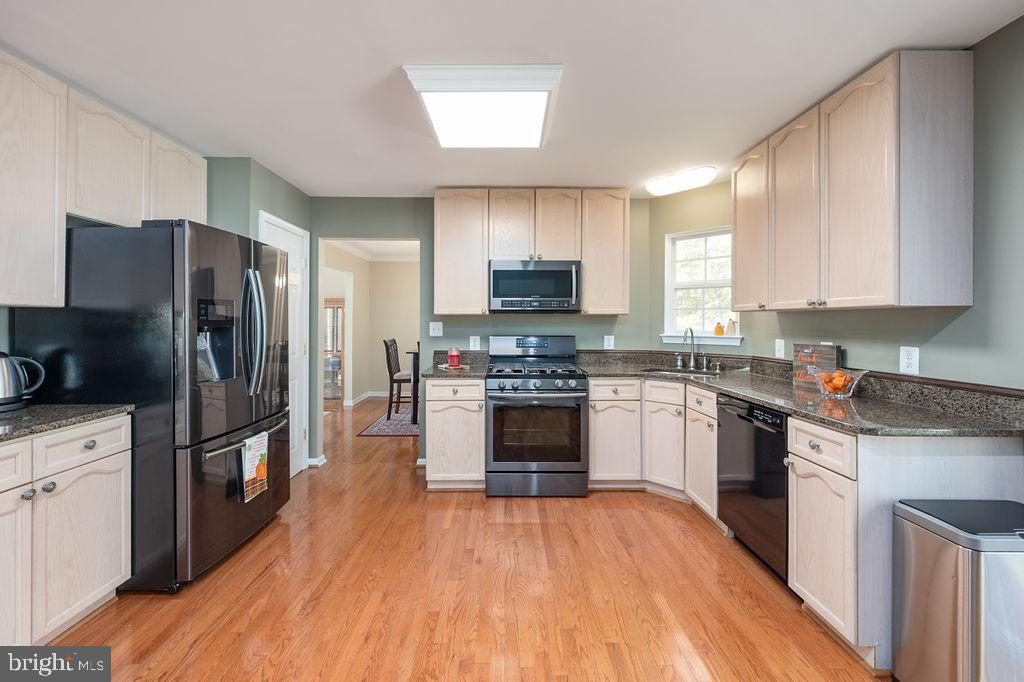 Kitchen with updated appliances - 67 CARDINAL FOREST DR, FREDERICKSBURG