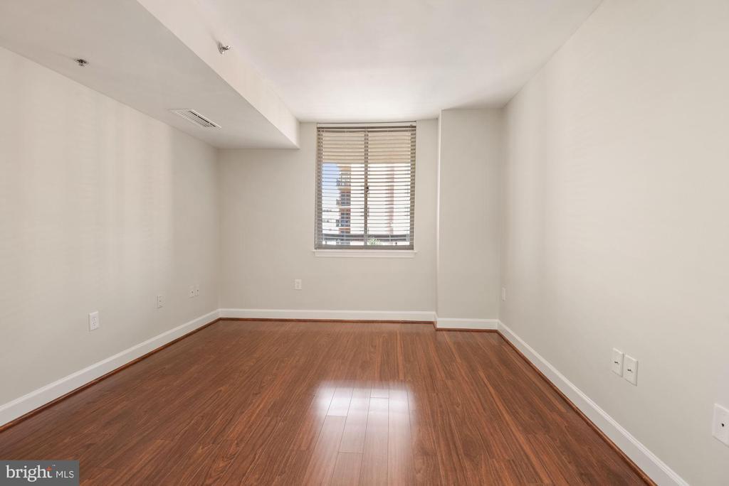 Beautiful wood floors throughout the unit - 1276 N WAYNE ST #807, ARLINGTON