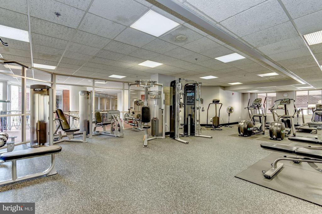 Well-equipped fitness center in the building - 1276 N WAYNE ST #807, ARLINGTON