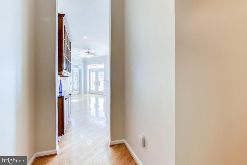 6 Foyer Entrance - 309 HOLLAND LN #115, ALEXANDRIA