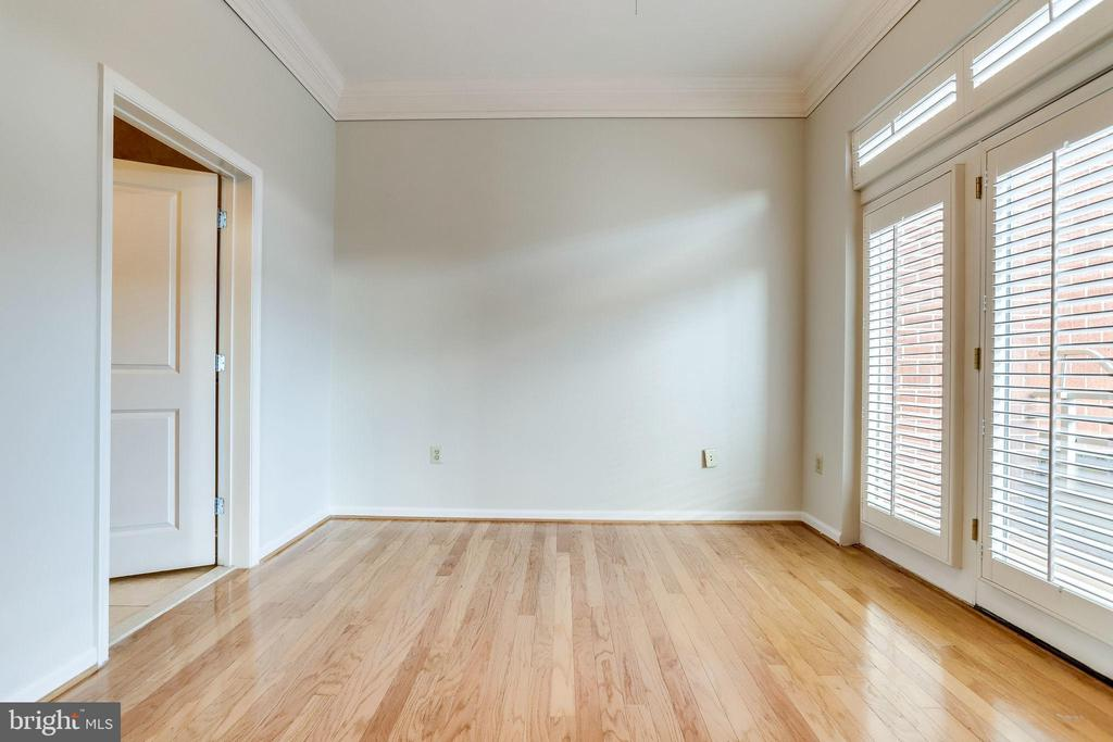 18 Primary Owners Suite - 309 HOLLAND LN #115, ALEXANDRIA