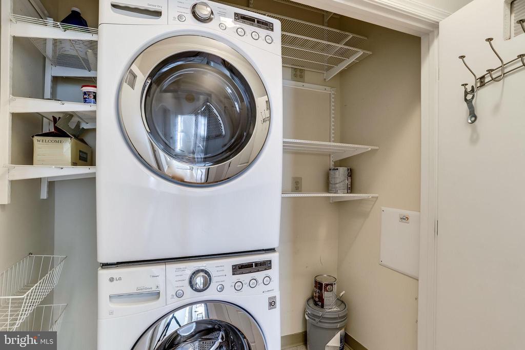 28 In unit Laundry Area - 309 HOLLAND LN #115, ALEXANDRIA