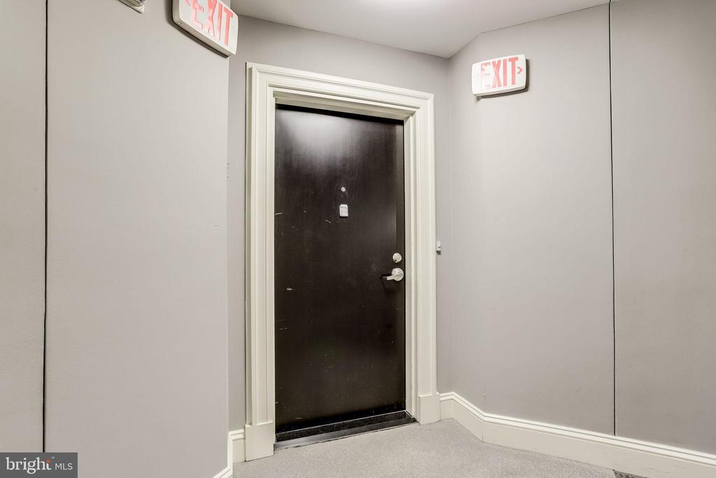 5 Door to Unit 115 - 309 HOLLAND LN #115, ALEXANDRIA