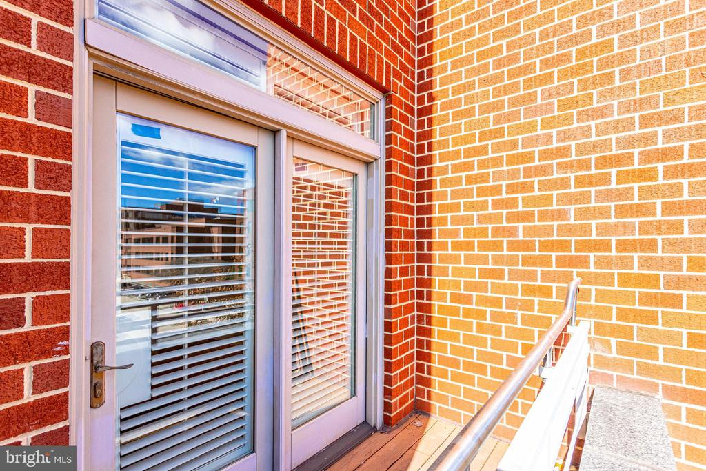 22 Primary Suite Balcony - 309 HOLLAND LN #115, ALEXANDRIA