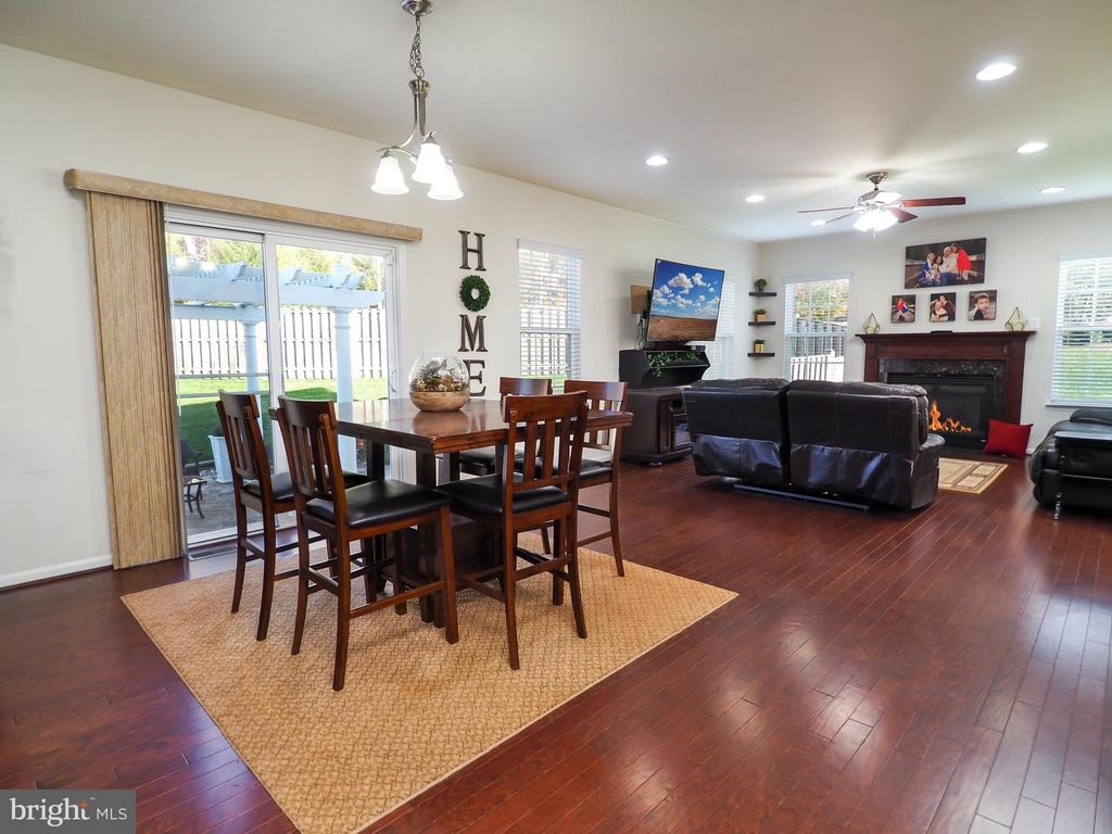 View from kitchen to family room - 14973 SPRIGGS TREE LN, WOODBRIDGE