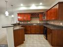 Look at all that cabinet and counter space - 14973 SPRIGGS TREE LN, WOODBRIDGE