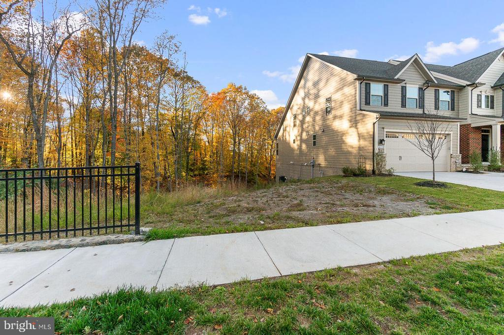Never to be built on lot next door! Privacy awaits - 18228 RED MULBERRY RD, DUMFRIES