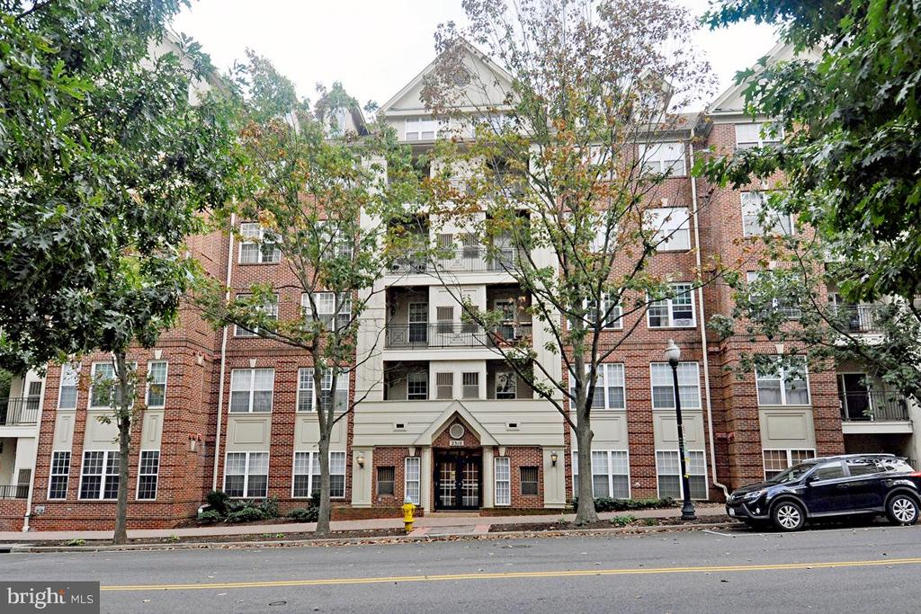 Ample street parking and secure entrance - 2310 14TH ST N #205, ARLINGTON