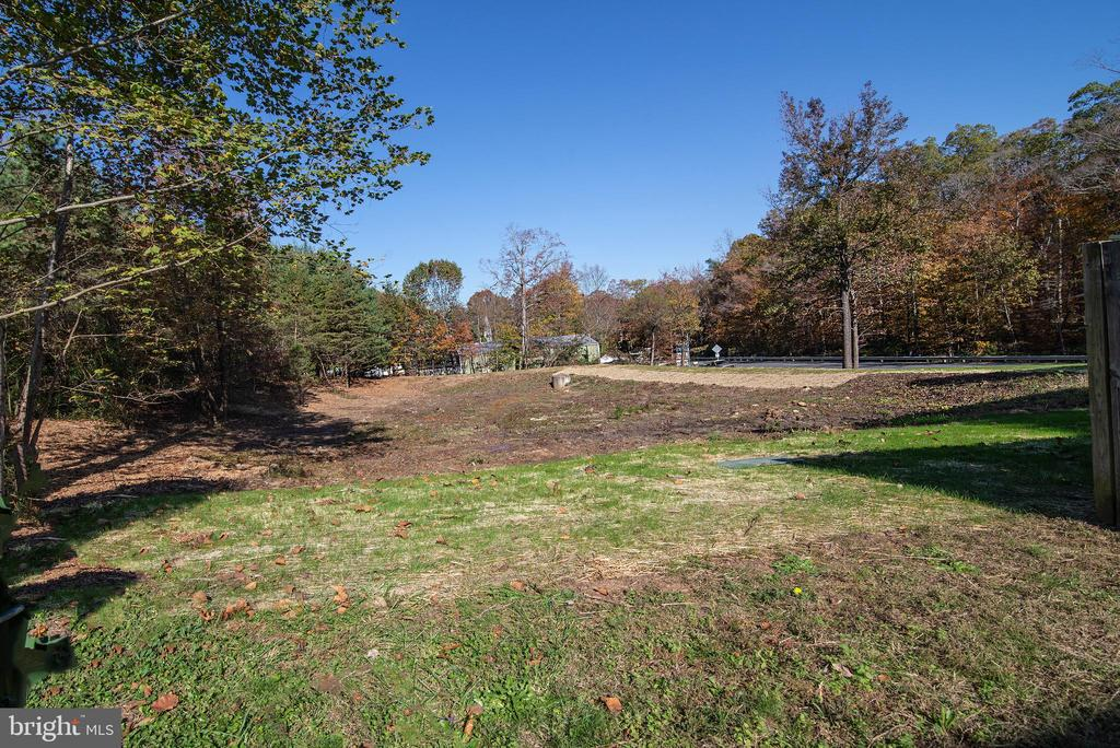 Private space behind TH. - 102 TWIN BROOK LN, STAFFORD