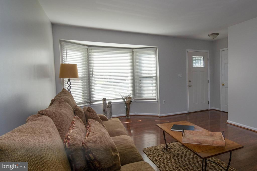 Neutral paint throughout. - 102 TWIN BROOK LN, STAFFORD