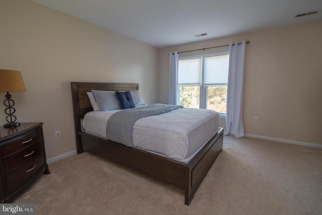 Primary bed room. - 102 TWIN BROOK LN, STAFFORD
