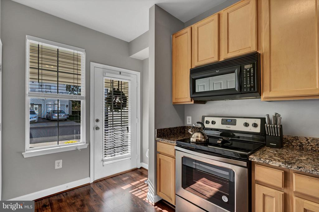 Built in microwave - 42509 HOLLYHOCK TER, BRAMBLETON