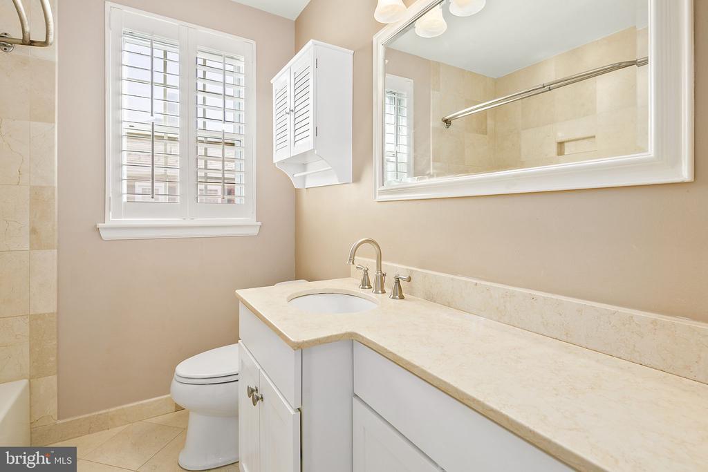 Owner's Bathroom - 4634 31ST RD S, ARLINGTON