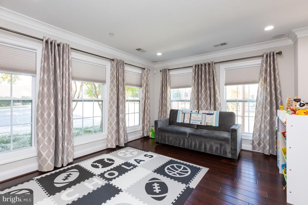 Play room/family room - 821 N WAKEFIELD ST, ARLINGTON