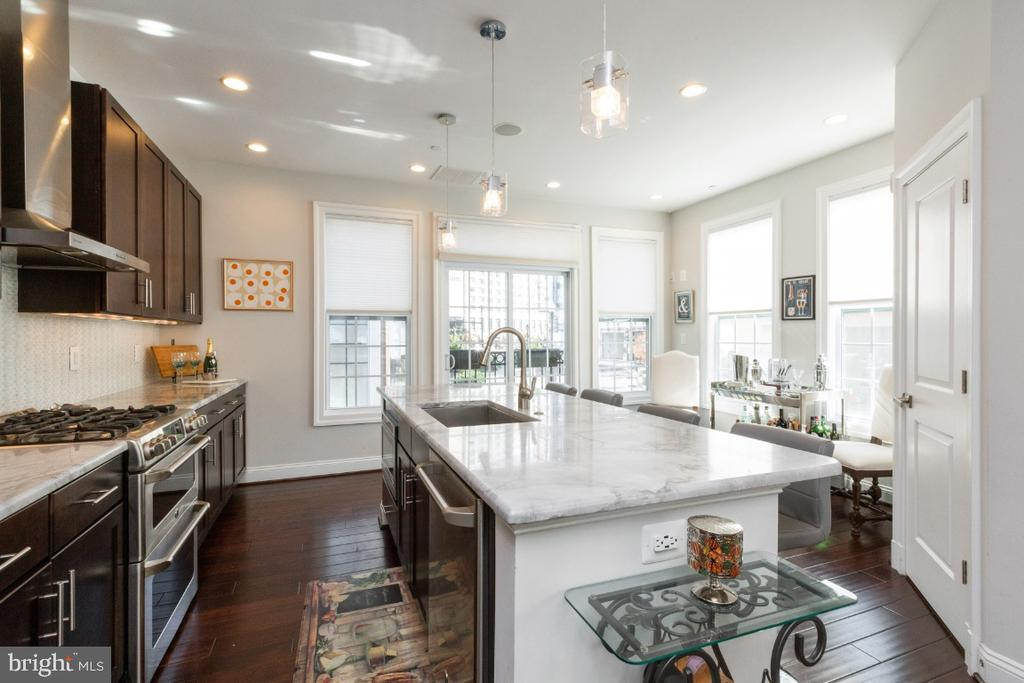 Kitchen with huge island ideal for food prep - 821 N WAKEFIELD ST, ARLINGTON