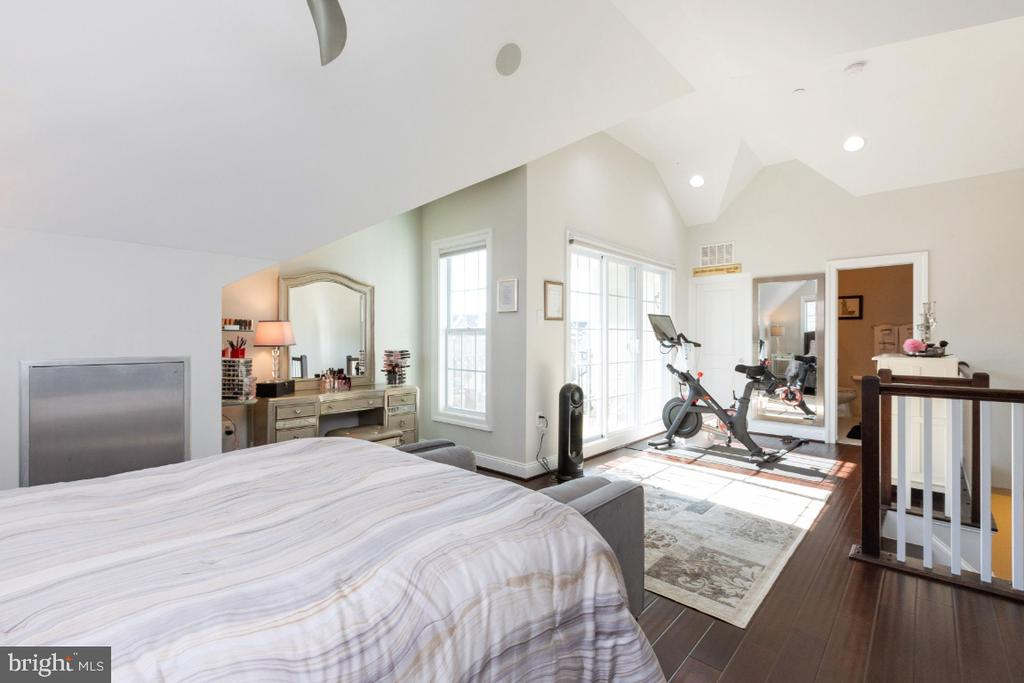 Master bedroom on the fourth level - 821 N WAKEFIELD ST, ARLINGTON