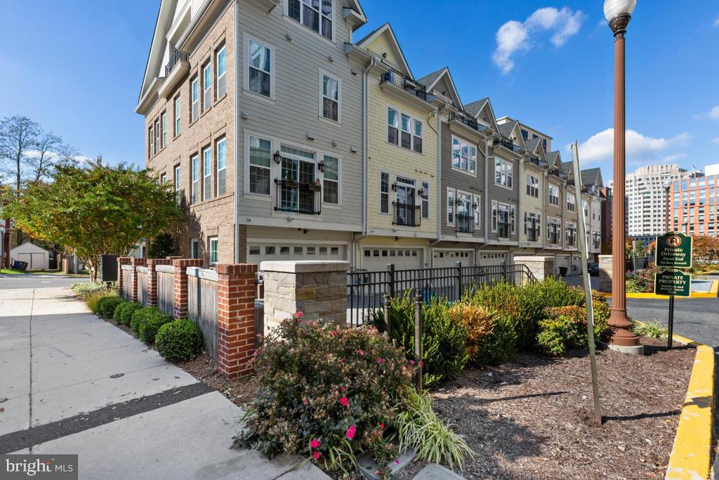 Private living in the heart of Ballston - 821 N WAKEFIELD ST, ARLINGTON