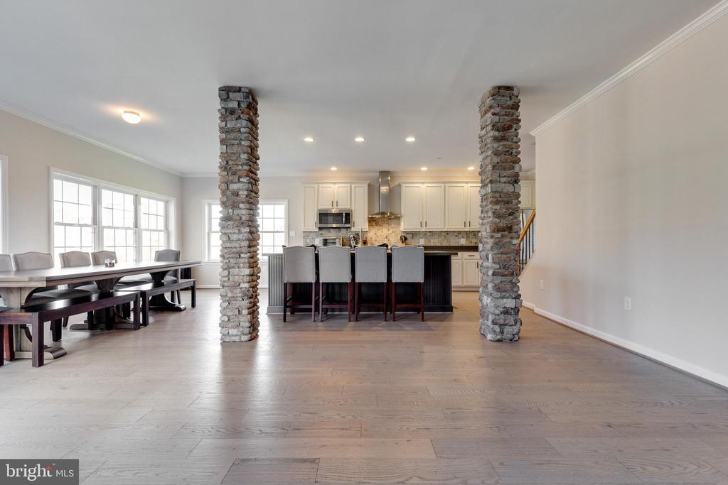 Stone Columns - 14233 PARIS BREEZE PL, HILLSBORO