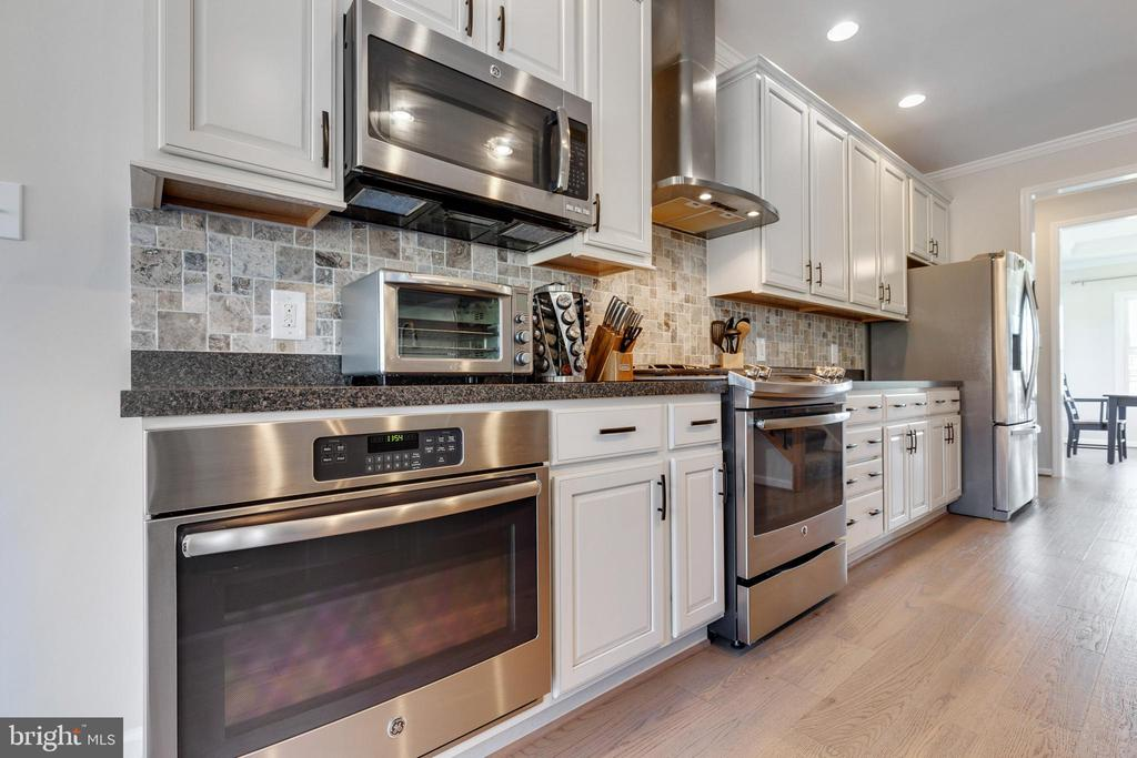 Stainless Steel Appliances - 14233 PARIS BREEZE PL, HILLSBORO