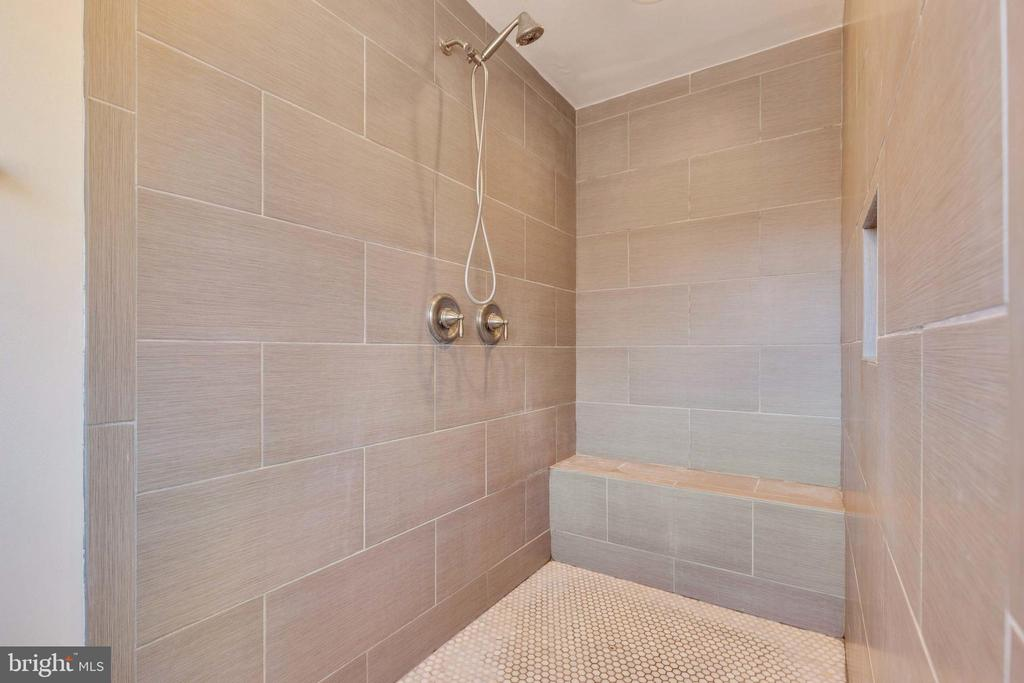Oversized Shower - 14233 PARIS BREEZE PL, HILLSBORO