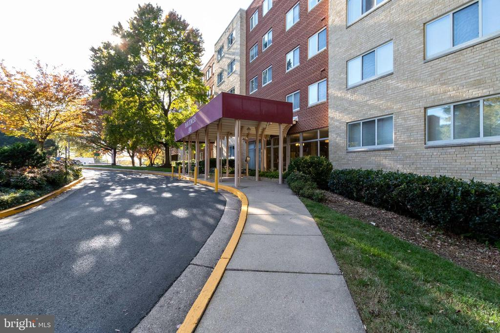 Landscaped front with covered entrance - 200 N MAPLE AVE #607, FALLS CHURCH