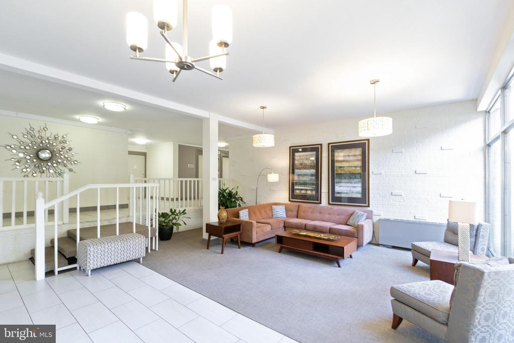 Well maintained mid-century lobby - 200 N MAPLE AVE #607, FALLS CHURCH