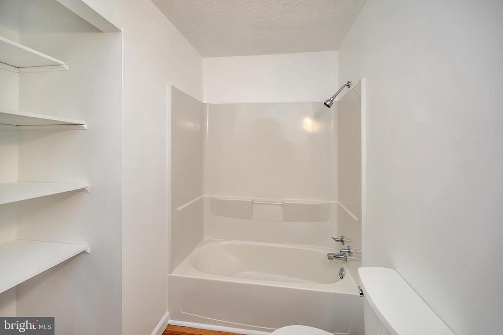 Bathroom - 24 ELLIOTT LN, STAFFORD