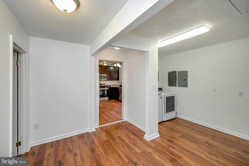 Hallway/laundry room - 24 ELLIOTT LN, STAFFORD
