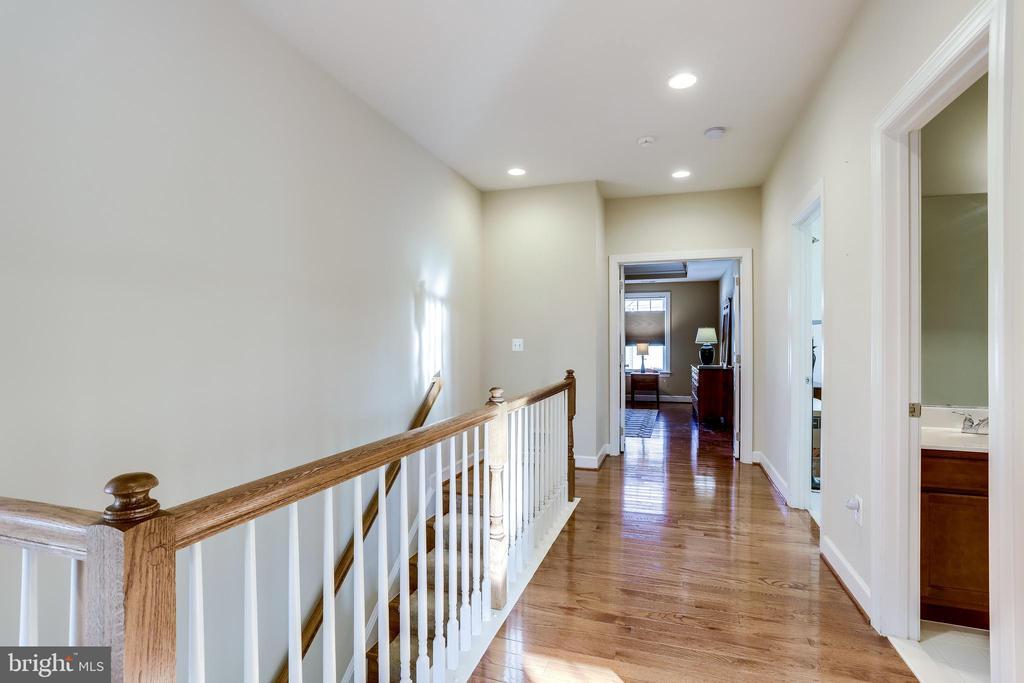 Upper Level Hallway - 100 PEARL ST, HERNDON