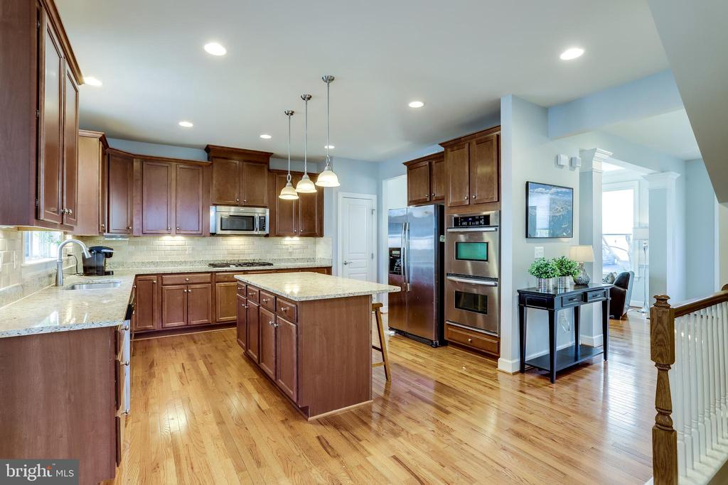 Dream Kitchen - 100 PEARL ST, HERNDON