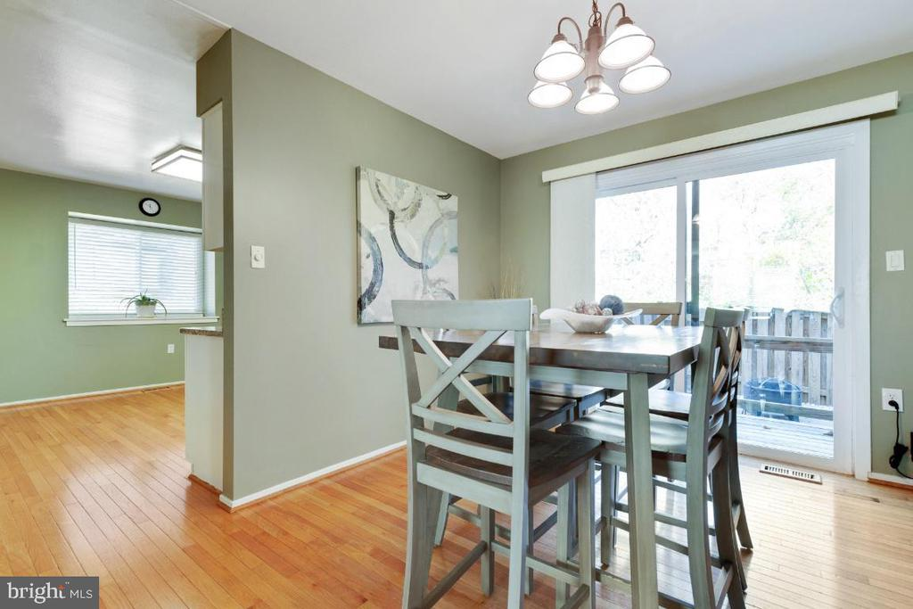 Dining room adjacent to living and kitchen - 2828 JERMANTOWN RD #51, OAKTON