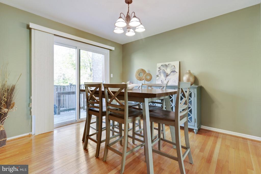 Dining with access to fenced back patio space - 2828 JERMANTOWN RD #51, OAKTON