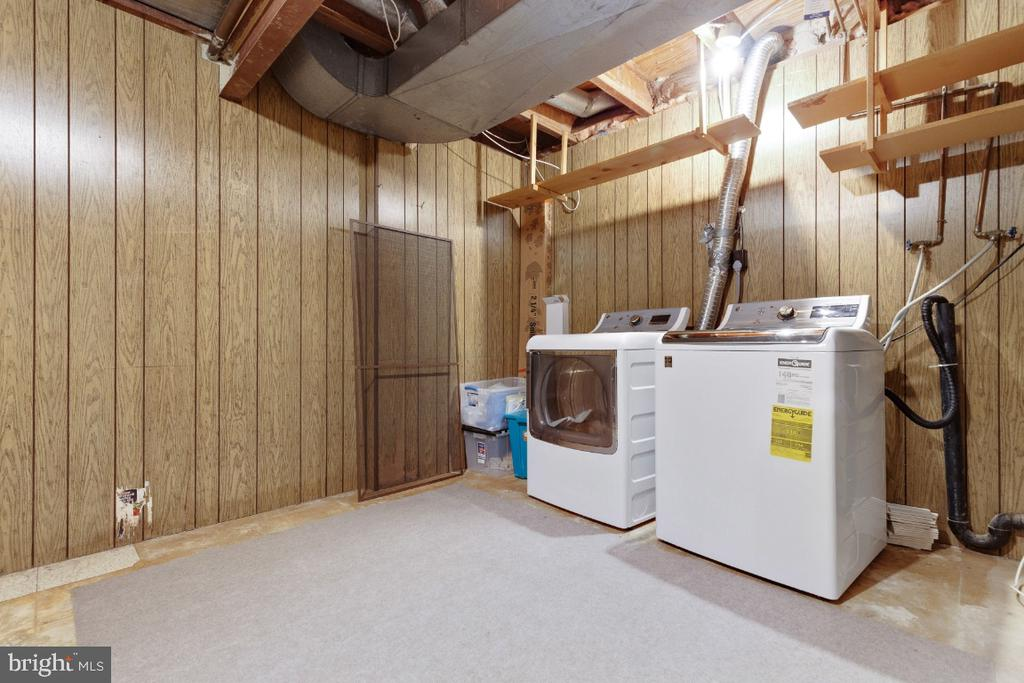 Laundry and utility room - 2828 JERMANTOWN RD #51, OAKTON