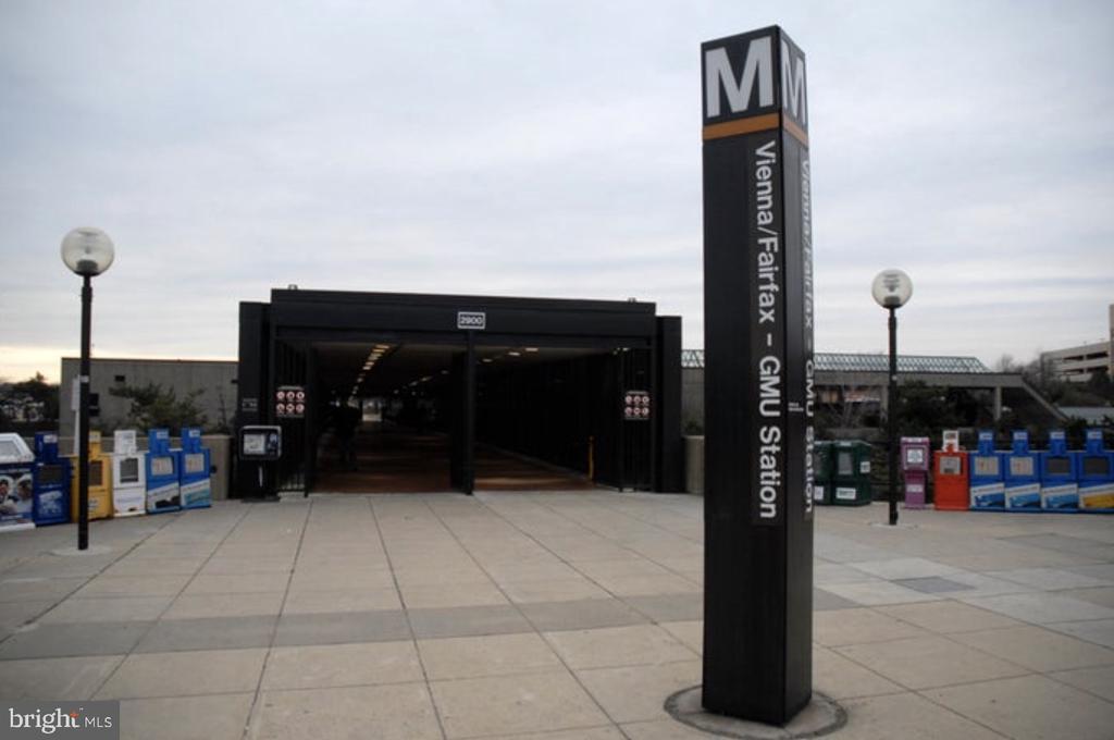 Vienna/GMU Metro Station just 2 miles away - 2828 JERMANTOWN RD #51, OAKTON