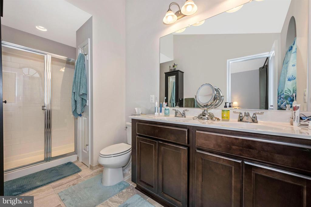 Owners Bathroom w/  Stand Up shower and dbl vanity - 11882 SNOWDEN FARM PKWY, CLARKSBURG